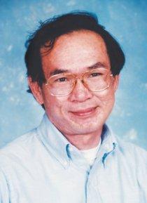 Nguyễn Mộng Giác, sinh ngày 4 tháng 1 năm 1940 tại thôn Xuân Hòa, xã Bình Phú, quận Bình Khê (nay là huyện Tây Sơn), tỉnh Bình Định, miền Trung Việt Nam. Về sự nghiệp văn chương, ông bắt đầu viết văn từ năm 1971, đã cộng tác với các tạp chí: Bách Khoa, Văn, Thời Tập, Ý Thức. Năm 1974, truyện dài Đường một chiều của ông được giải thưởng Văn Bút Việt Nam dưới thời Việt Nam Cộng hòa . Sau sự kiện 30 tháng 4 năm 1975, việc sáng tác của ông tạm gián đoạn. Đến năm 1977, ông cầm bút trở lại, và bắt đầu viết bộ trường thiên tiểu thuyết Sông Côn mùa lũ, và hoàn thành vào năm 1981. Tháng 11 năm 1982, ông đến Hoa Kỳ, định cư tại Nam California, rồi cộng tác với các báo: Đồng Nai, Việt Nam Tự Do, Người Việt, Văn, Văn Học Nghệ Thuật ở nước ngoài. Từ năm 1986, ông làm Chủ bút tạp chí Văn Học ở California, Hoa Kỳ. Đến tháng 8 năm 2004, ông phải ngưng công việc làm báo vì phát giác mình bị ung thư gan. Sau nhiều năm dài chống chọi với căn bệnh hiểm nghèo, ông đã qua đời lúc 22 giờ 15 phút ngày 2 tháng 7 năm 2012 (ngày giờ địa phương ở California, tức sáng ngày 3 tháng 7 năm 2012 giờ Việt Nam) tại tư gia ở thành phố Westminster (Orange County, California, Hoa Kỳ), thọ 72 tuổi