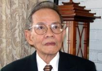 Nhật Tiến, sinh ngày 24 tháng 8 năm 1936 tại Hà Nội trong một gia đình trung lưu, có 7 người con (sau có hai người theo nghiệp văn là Nhật Tiến và Nhật Tuấn). Thuở nhỏ, ông học trường Hàng Vôi, rồi học trung học tại trường Chu Văn An (Hà Nội. Năm 1954, ông di cư vào Nam, đầu tiên sống tại Đà Lạt, chuyên viết kịch cho Đài phát thanh Ngự lâm quân, rồi về Sài Gòn dạy lý hóa cho các trường tư. Hoạt động của ông trong thời gian này là viết kịch cho Đài phát thanh sau đó về Sài Gòn dạy học tại các trường tư thục. Năm 1953, ông sáng tác nhiều hơn, phần lớn là kịch, đăng trên các báo Cải tạo, Thời tập, Chánh đạo... Năm 1959 - 1975, ông làm Chủ biên nhà xuất bản Huyền Trân, và làm Chủ bút tuần báo Thiếu nhi (1971-1975) do nhà sách Khai Trí xuất bản. Ngoài ra, ông còn từng là cây viết đều đặn cho các báo Tân phong, Văn, Bách khoa, Văn học, Đông phương,... Ông hiện định cư tại Santa Ana, California, Hoa Kỳ cùng vợ ông là Đỗ Phương Khanh, cũng là một nhà văn, nhà báo. Tác phẩm: Truyện dài Những người áo trắng (Huyền Trân, 1959) Những vì sao lạc (Phượng giang, 1960) Thềm hoang (Đời nay, 1961 - Giải thưởng Văn chương Toàn quốc 1962) Mây hoàng hôn (Phượng giang, 1962) Người kéo màn (tiểu thuyết kịch, Huyền Trân, 1962) Ánh sáng công viên (?, 1963) Chuyện Bé Phượng (Đông phương, 1964) Giấc ngủ chập chờn (Đông phương, 1967) Vách đá cheo leo (Đông phương, 1965) Tập truyện ngắn Giọt lệ đen (Huyền Trân, 1968) Tặng phẩm của dòng sông (Huyền Trân, 1972) Tiếng kèn (Văn học, Hoa Kỳ, 1982) Một thời đã qua (tủ sách Cành Nam, 1985) Cánh cửa (Thời văn, California, 1990) Quê nhà Quê người (viết chung với Nhật Tuấn. Nhà xuất bản Văn học, Hà Nội, 1994) Năm 2012, nhà văn Nhật Tiến vừa hoàn tất 3 tác phẩm mang tên Hành Trình Chữ Nghĩa, phác họa lại một chặng đường văn học của mình với những thời điểm lồng trong đời sống lịch sử dân tộc Việt.